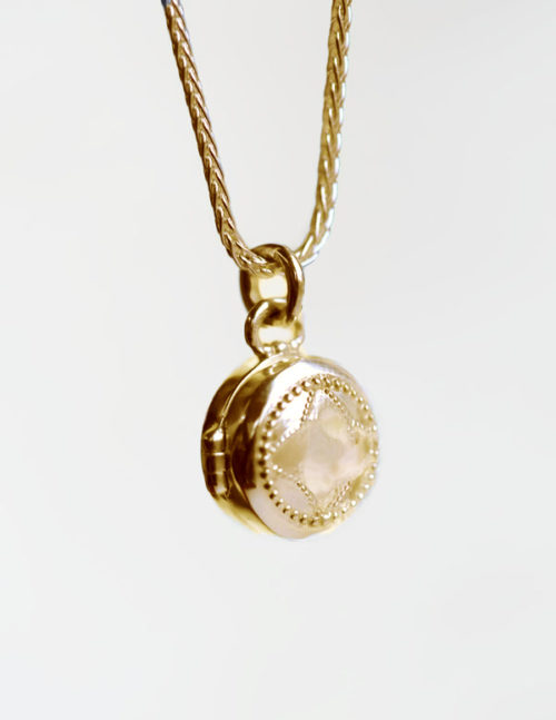 locket in gold
